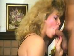 Amateur Blonde Gives Oral